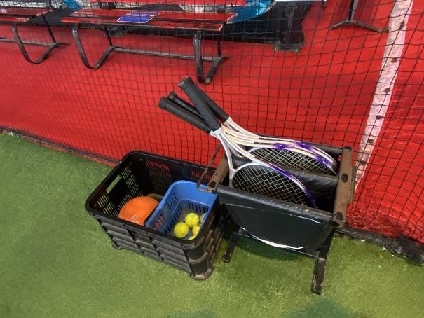 ラウンドワンスタジアム高松 屋上テニスコート道具
