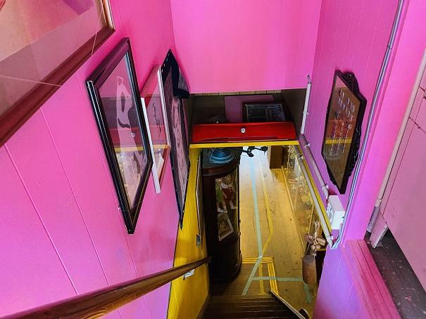 倉敷おもちゃ博物館 階段を降りる
