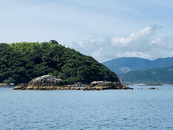 ブルーマリン 亀・ウサギ岩