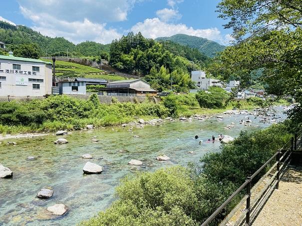 池川ふれあい公園オートキャンプ場川遊びポイント