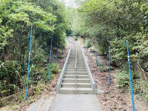 重岩への階段