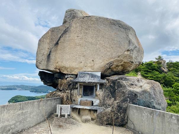 小瀬の重岩