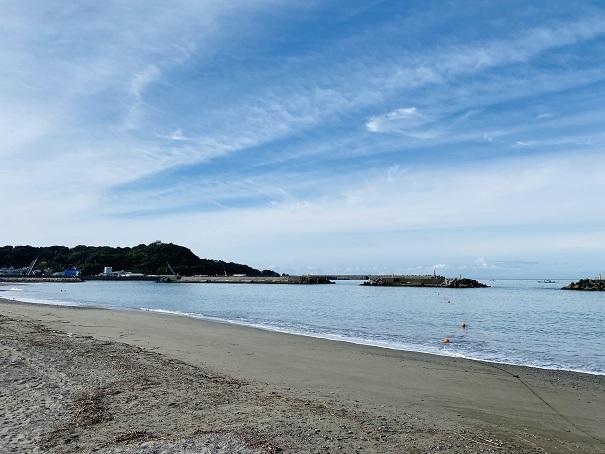 フロートで海水浴場の遊泳可能エリアを分ける