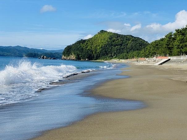 台風の海があれる日は遊ばない