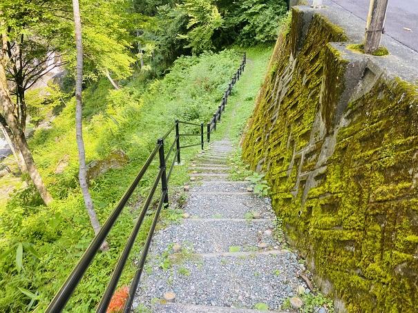 瀬戸川渓谷 アメガエリの滝への遊歩道