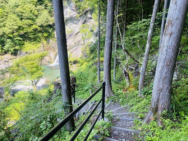 瀬戸川渓谷 アメガエリの滝へ降りる遊歩道