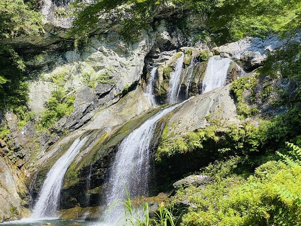 アメガエリの滝 アップ