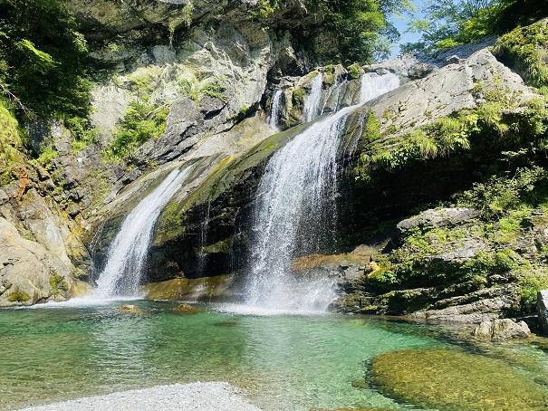 瀬戸川渓谷 アメガエリの滝