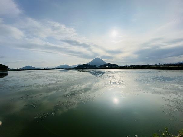 太陽と飯野山
