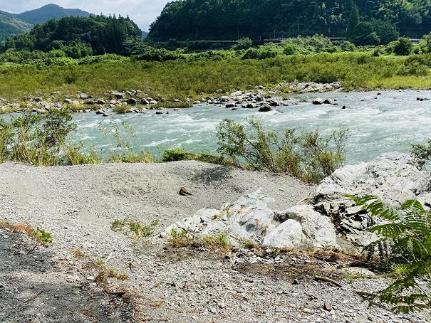 帰全山公園吉野川 急な流れ