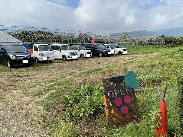 育実農園 駐車場