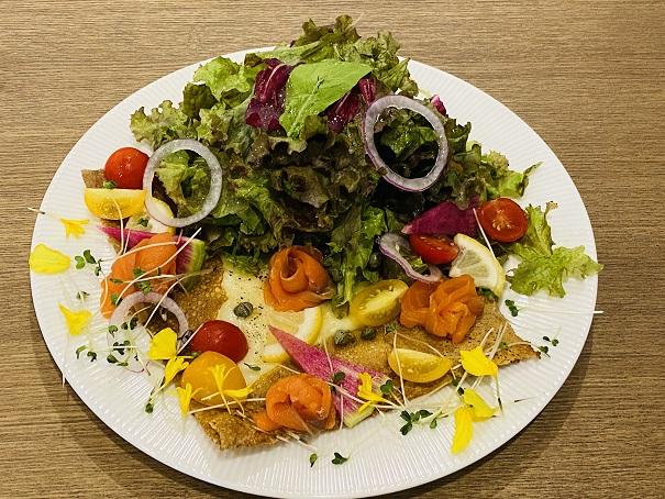 プティルーチェ スモークサーモンとチーズのガレット