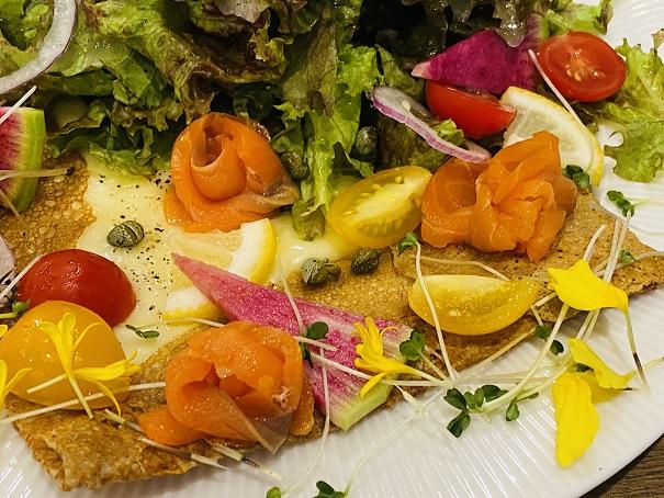 プティルーチェ スモークサーモンとチーズのガレットアップ