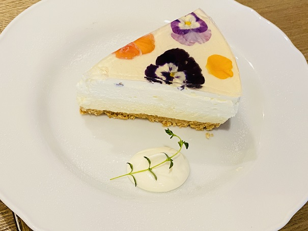 プティルーチェ フラワーレアチーズケーキ