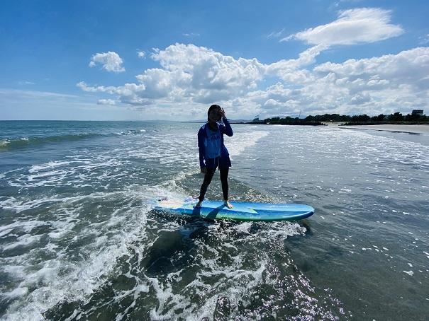 小松海岸 レンタルボードでサーフィン