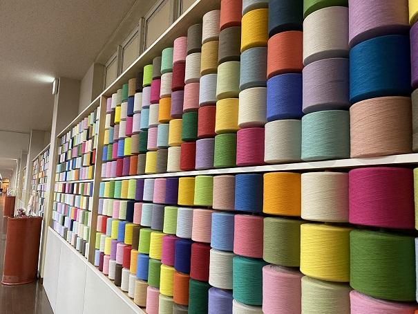 タオル美術館 糸巻の壁