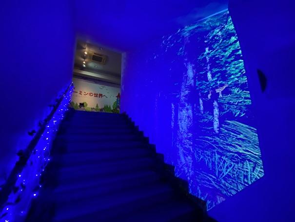 タオル美術館青い階段