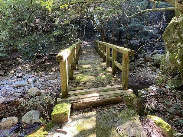 薬師谷渓谷 キャンプ場の橋