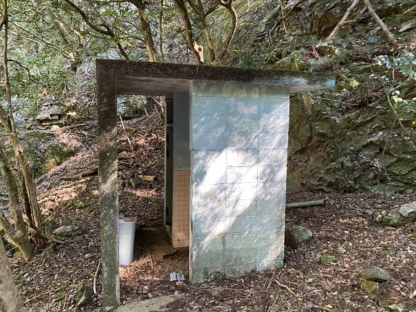 薬師谷渓谷 キャンプ場トイレ