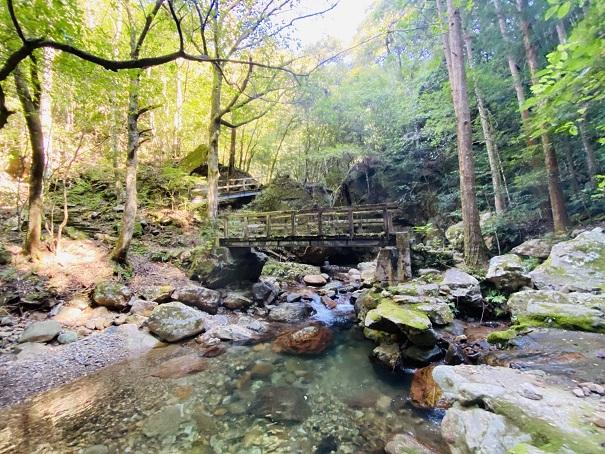薬師谷渓谷 萬代の滝の橋