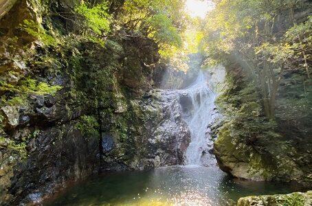 薬師谷渓谷 滝や奇岩 自然美を散策 川遊び キャンプ 宇和島