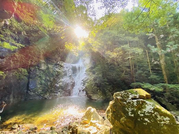 薬師谷渓谷 雪輪の滝
