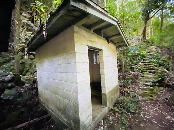 薬師谷渓谷 雪輪の滝トイレ