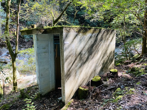 薬師谷渓谷 千畳敷トイレ
