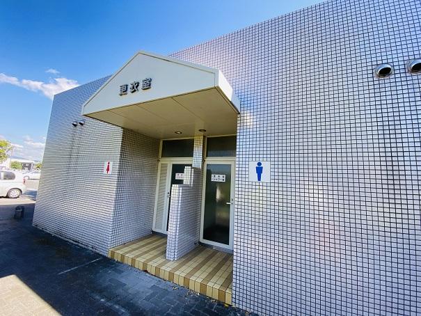 伊予三島運動公園 更衣室シャワー