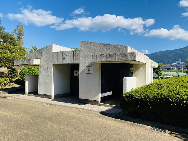 伊予三島運動公園 東駐車場トイレ