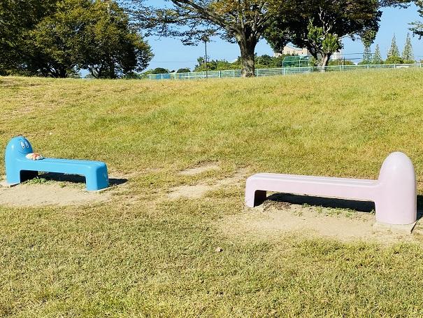 伊予三島運動公園 バーバパパのベンチ